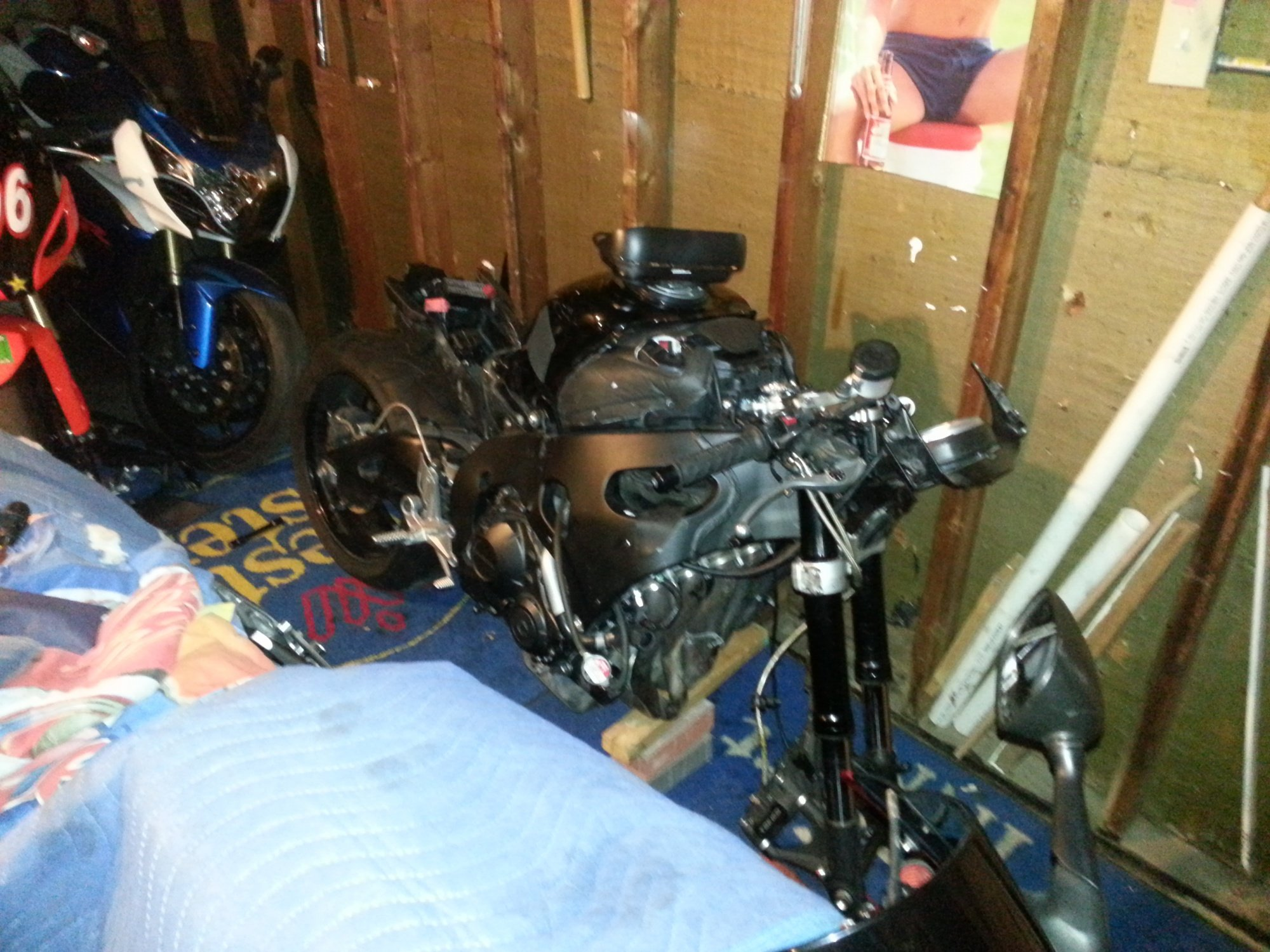 im almost done fixing  my 2008 cbr 1000 i was a trashed bike!-20121108_153126.jpg