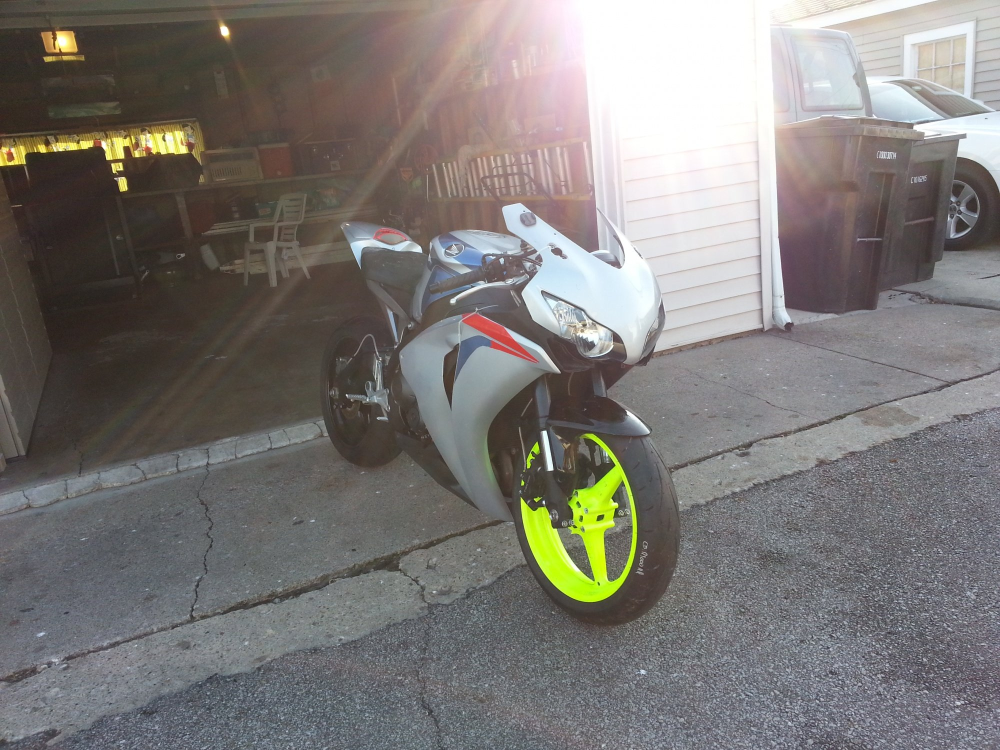 im almost done fixing  my 2008 cbr 1000 i was a trashed bike!-20121129_135803.jpg