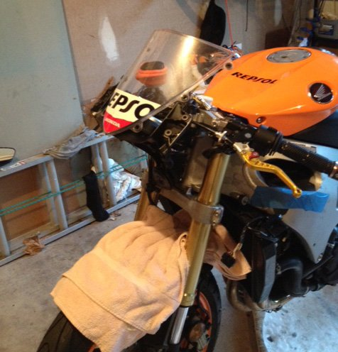 '08 mid fairing removal-repsol_nose.jpg
