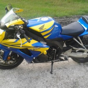 2006 cbr 1000rr i am selling or trading