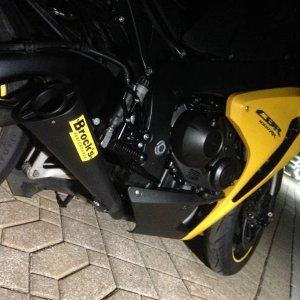 black and yellow cbr1000rr
